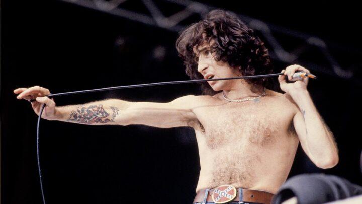 Entrevista desenterrada de 1976 con Bon Scott revela cómo AC / DC lo contrató