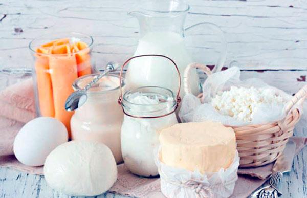 ¿Cuál es mejor la leche entera o la leche descremada?