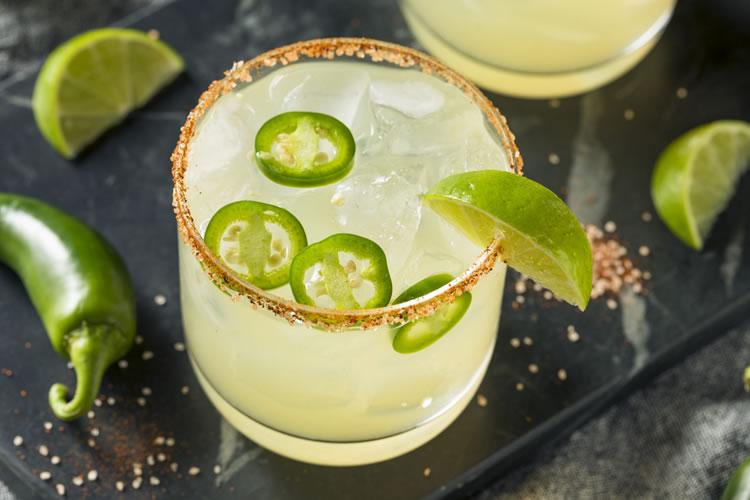 Receta: Margarita picante de jalapeño con sal de chile